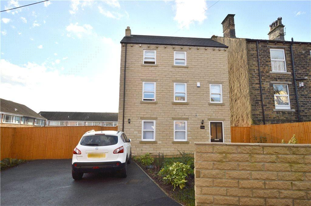 3 Bedrooms Detached House for sale in Brick Mill House, Brick Mill Road, Pudsey, West Yorkshire