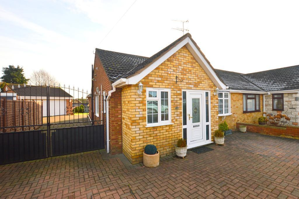 3 Bedrooms Bungalow for sale in Monton Close, Luton, Bedfordshire, LU3 2TQ