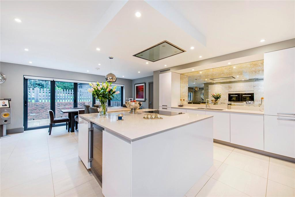 4 Bedrooms Detached House for sale in Lawford Avenue, Chorleywood, Rickmansworth, Hertfordshire, WD3