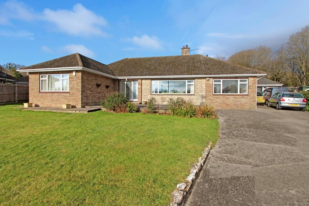 5 Bedrooms Detached Bungalow for sale in HIGHCLIFFE ON SEA