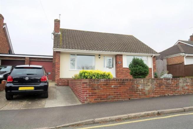 2 Bedrooms Detached Bungalow for sale in Manor Orchard, Taunton TA1