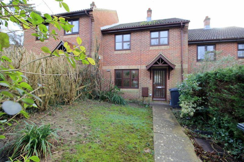 3 Bedrooms Terraced House for sale in Uplands Close, Uckfield, East Sussex