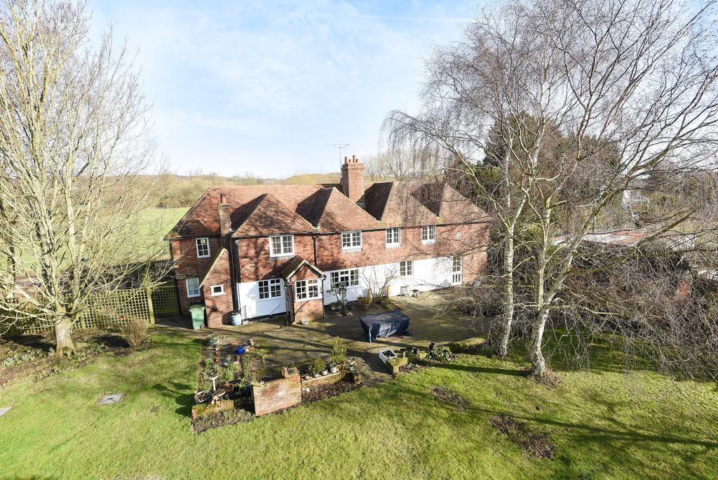 5 Bedrooms Detached House for sale in Greenway Forstal, Hollingbourne