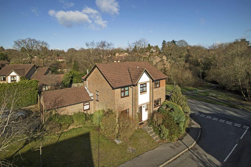 5 Bedrooms Detached House for sale in Bridger Way, Crowborough, East Sussex