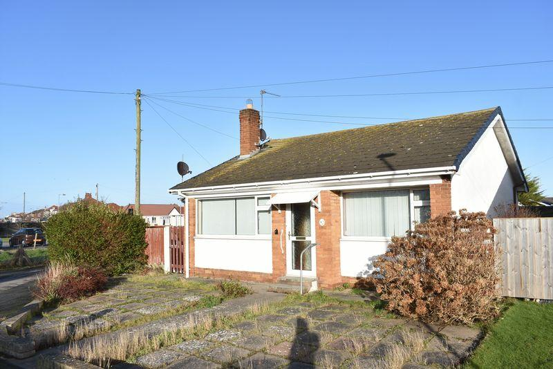 2 Bedrooms Detached Bungalow for sale in Pinetree Walk, Rhyl