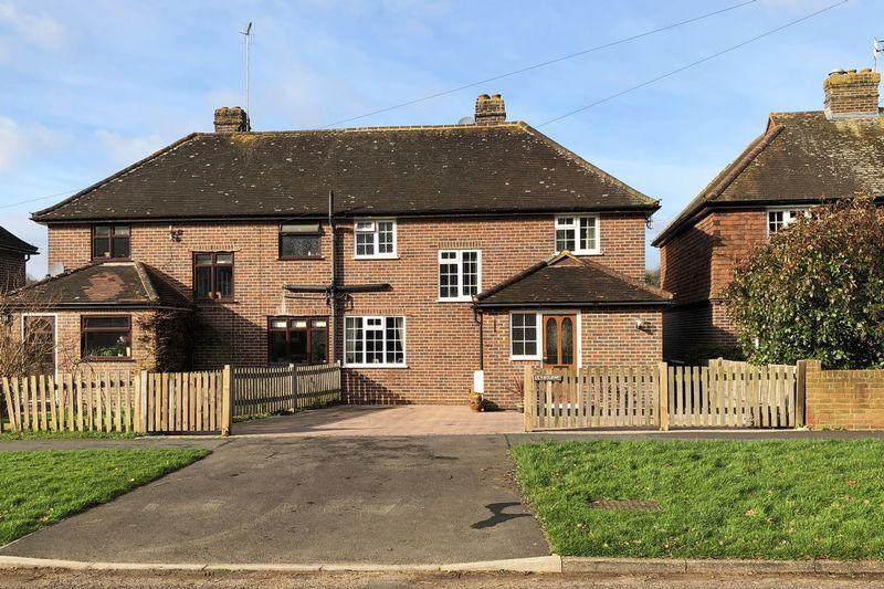 3 Bedrooms Semi Detached House for sale in Barnett Lane, Wonersh