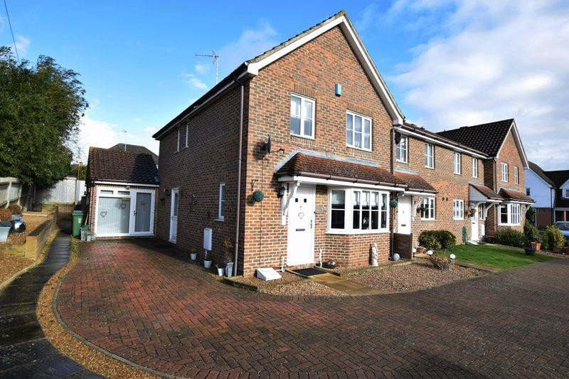 3 Bedrooms End Of Terrace House for sale in Gascoyne Close, Bearsted