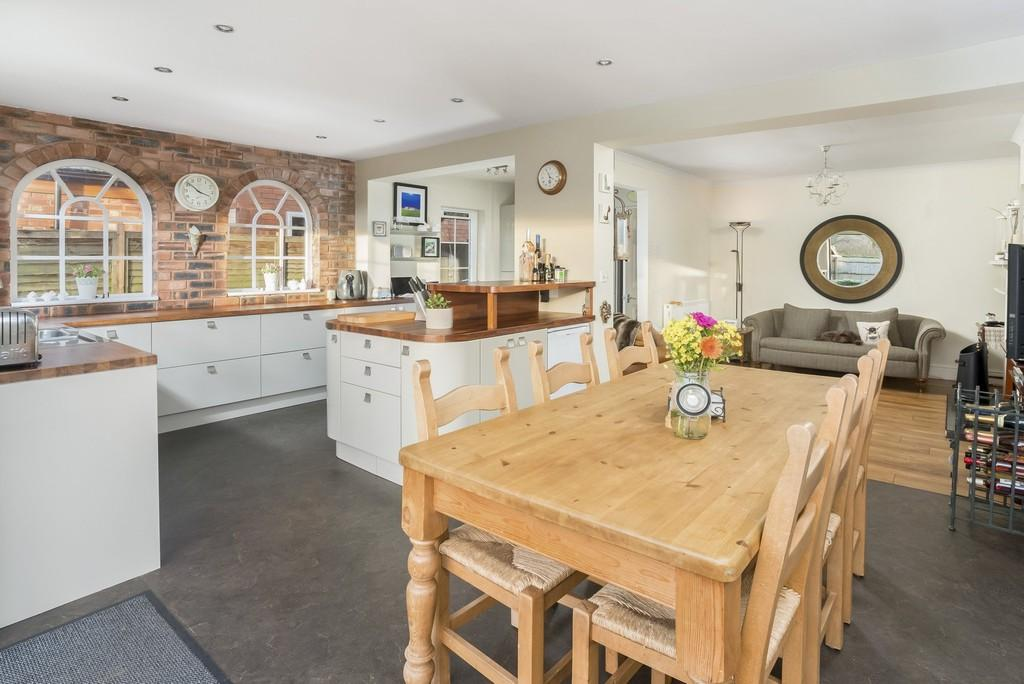 5 Bedrooms Semi Detached House for sale in Hathaway Lane, Stratford upon Avon