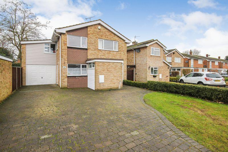 5 Bedrooms Detached House for sale in Longden Close, Haynes