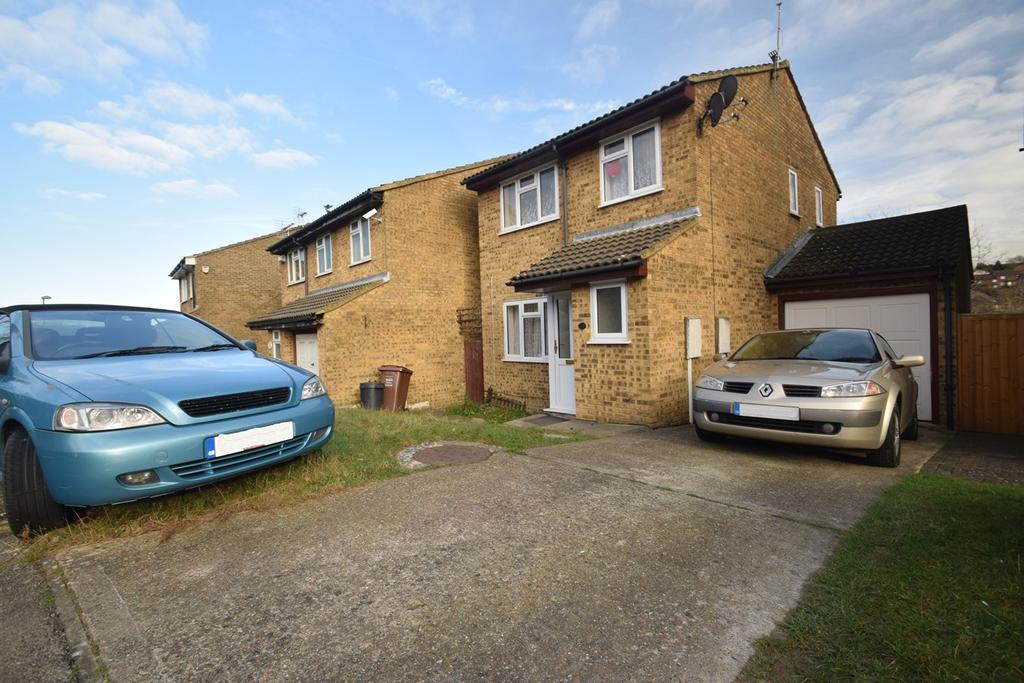 4 Bedrooms Detached House for sale in Illustrious Close, Walderslade, ME5