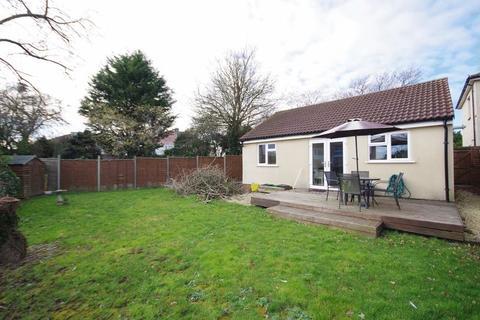 2 bedroom detached bungalow to rent - Hazeldene Road, Patchway, Bristol