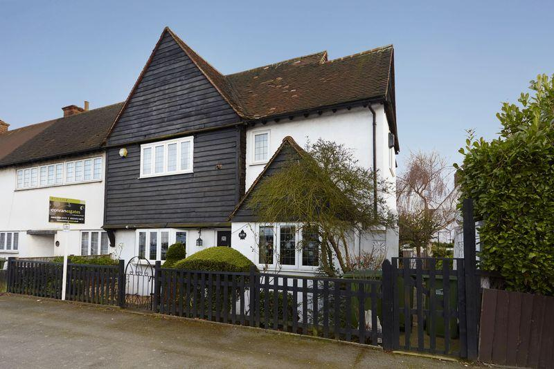 3 Bedrooms End Of Terrace House for sale in Rochester Way, Eltham SE9