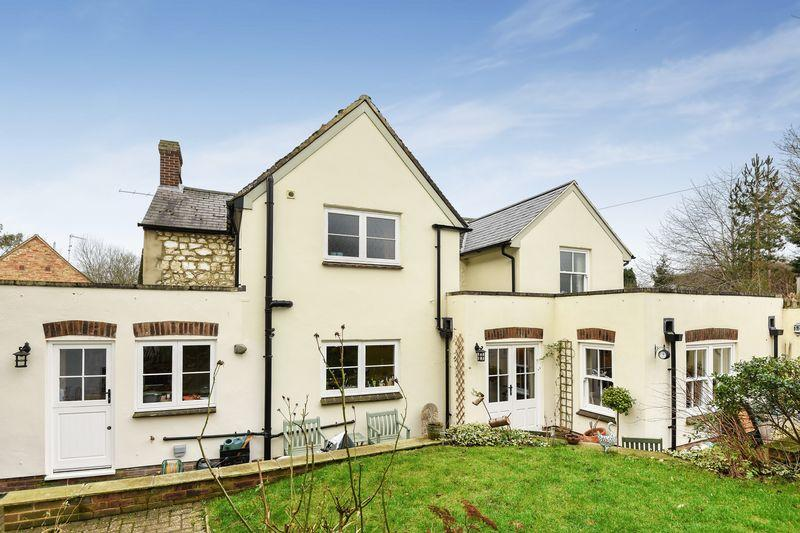 4 Bedrooms Detached House for sale in 1 Burts Lane, Long Crendon