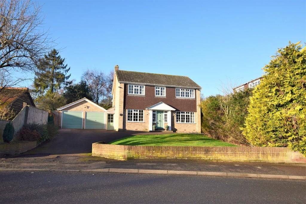 4 Bedrooms Detached House for sale in Colchester Road, Bures CO8 5AE