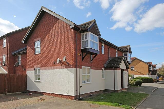Studio Flat for sale in Silbury Avennue, Colliers wood