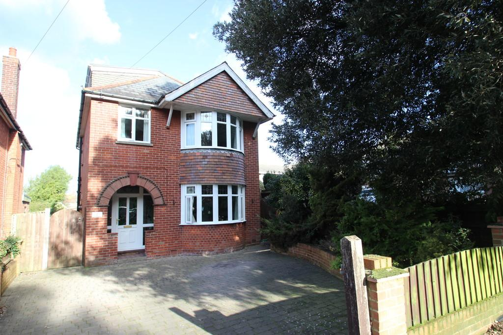 4 Bedrooms Detached House for sale in Victoria Grove, East Cowes