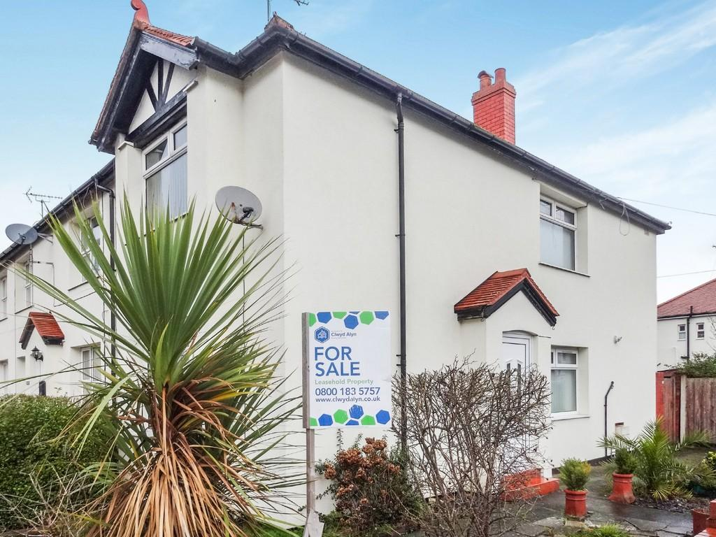 3 Bedrooms End Of Terrace House for sale in Warren Road, Rhyl