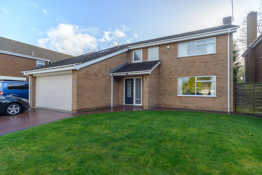 4 Bedrooms Detached House for sale in Walnut Tree Close, Kenilworth