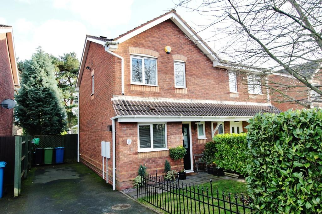 3 Bedrooms Semi Detached House for sale in Blackfriars Close, Tamworth