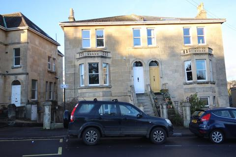 2 bedroom flat to rent - Lower Oldfield Park, BA2 3HP