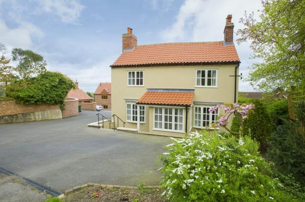 3 Bedrooms Detached House for sale in Bella Vista Chapel Lane, Upper Broughton, LE14