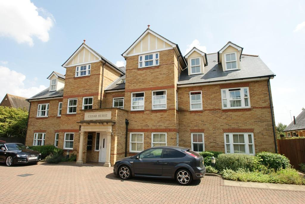 2 Bedrooms Ground Flat for sale in Broomfield Road, Chelmsford, Essex, CM1