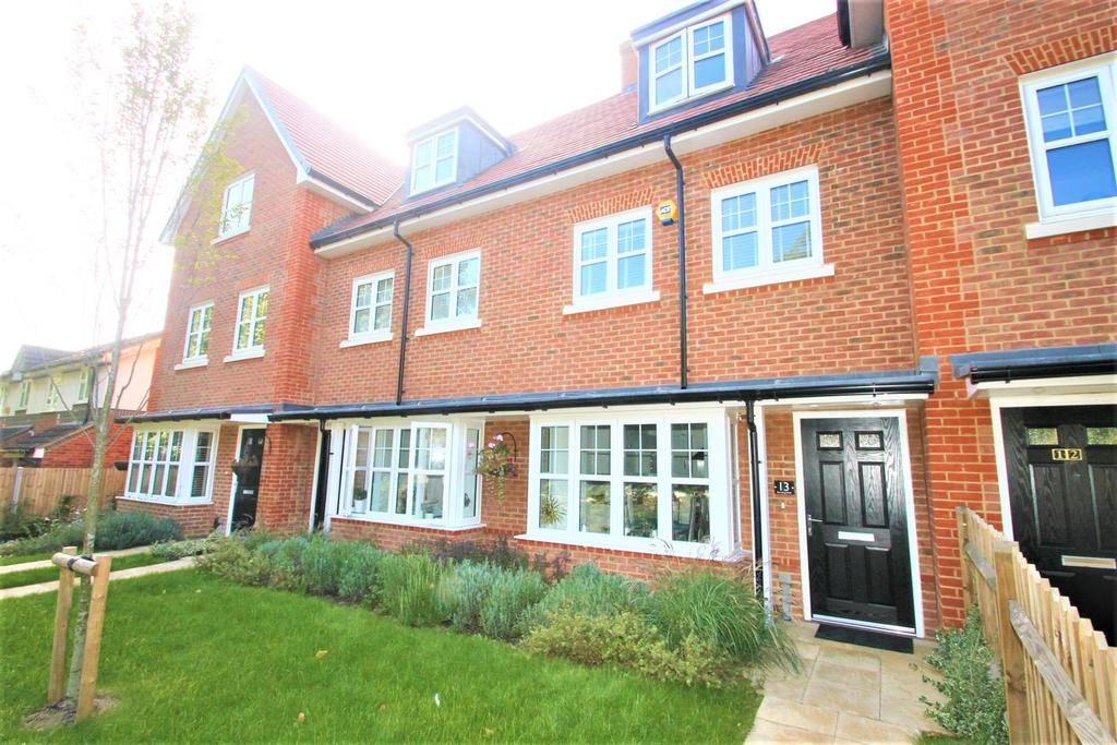 4 Bedrooms Town House for sale in Barming Walk, Barming, Maidstone