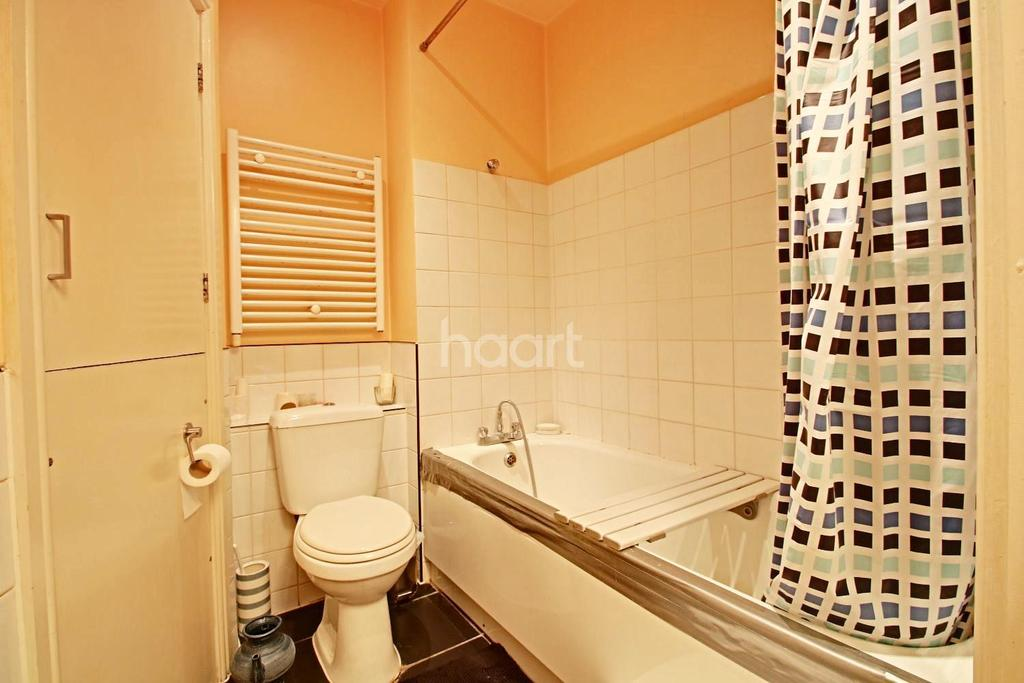 1 Bedroom Flat for sale in Almond Court, Chadwell Heath