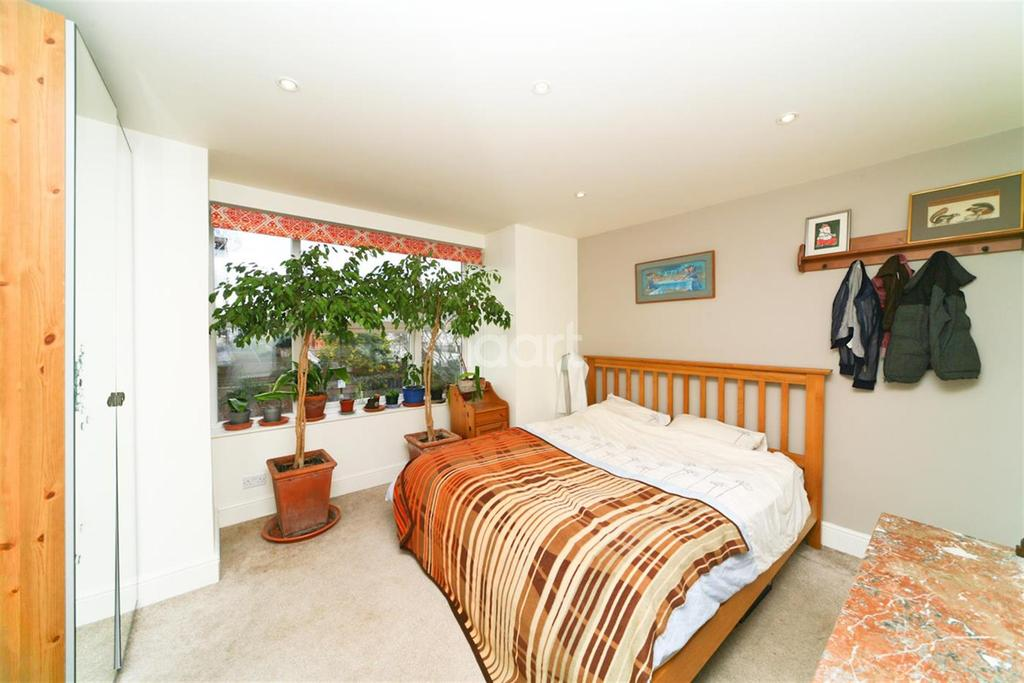 4 Bedrooms Detached House for rent in Carlton Road, Chiswick, W4