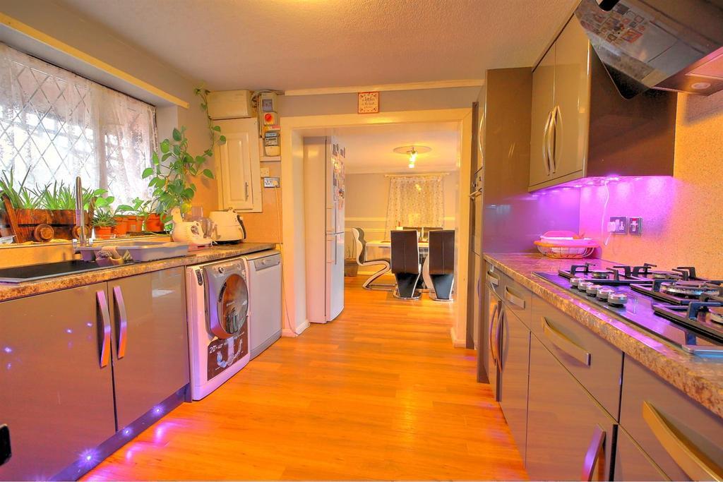 Kitchen..jpg