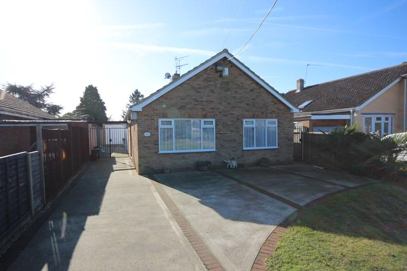 2 Bedrooms Detached Bungalow for sale in Point Clear Road, Clacton-On-Sea
