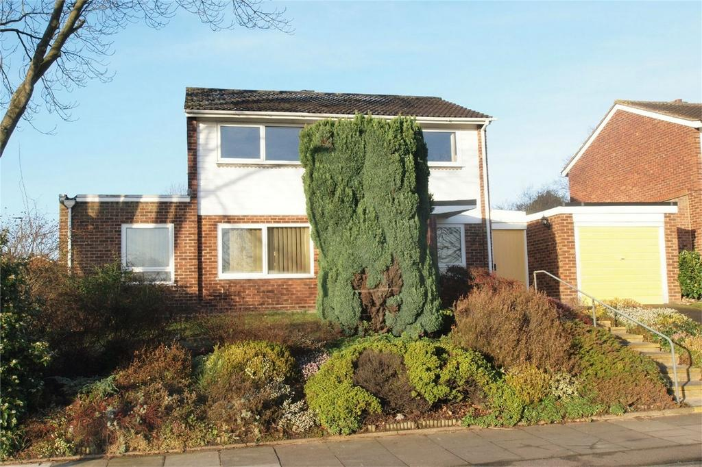 3 Bedrooms Detached House for sale in Cameron Road, Bromley, Kent