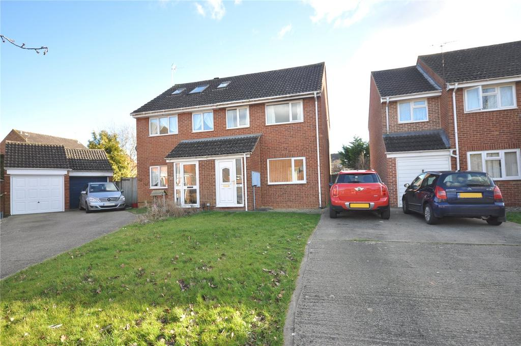 3 Bedrooms Semi Detached House for sale in Rowton Heath Way, Freshbrook, Swindon, Wiltshire, SN5