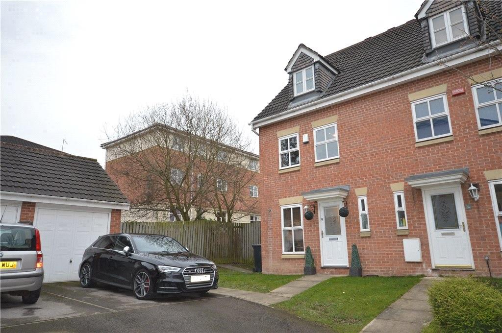 3 Bedrooms Town House for sale in Fulneck Close, Leeds, West Yorkshire