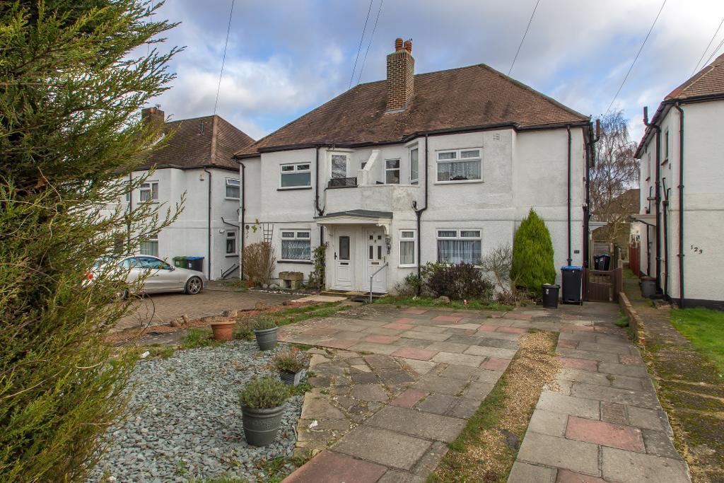 2 Bedrooms Maisonette Flat for sale in Limpsfield Road, Warlingham, Surrey, CR6 9RA