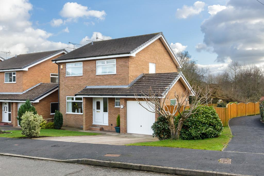 4 Bedrooms Detached House for sale in Woolstanwood, Cheshire