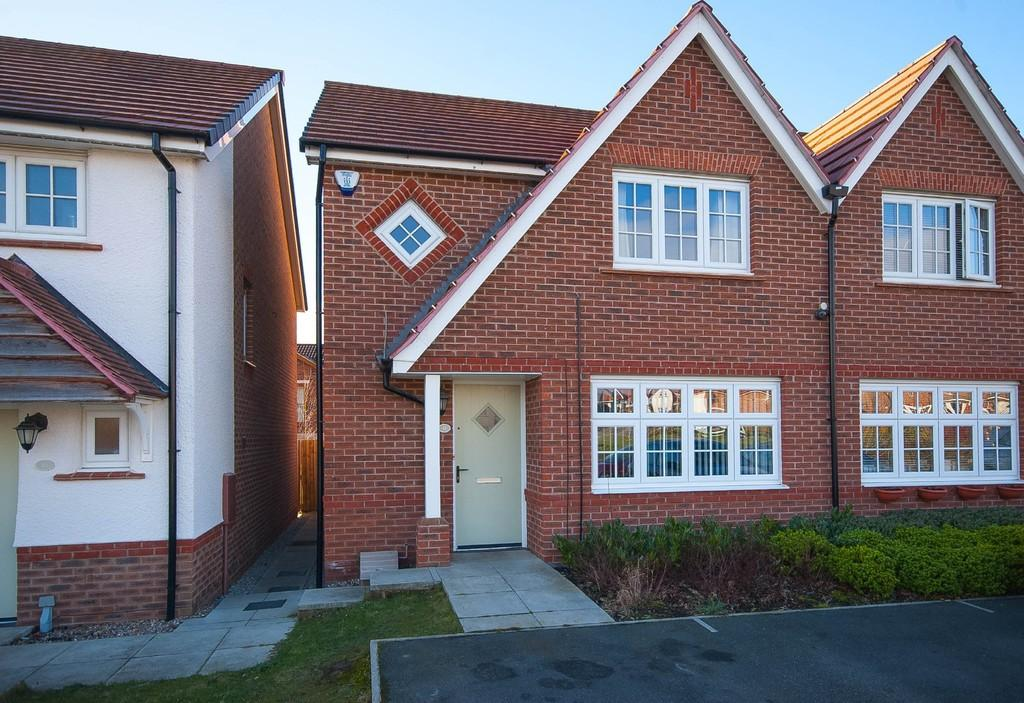 3 Bedrooms Semi Detached House for sale in Westminster Gardens, Wrenthorpe