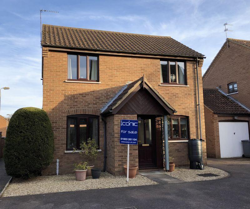 3 Bedrooms Detached House for sale in Seaforth Drive, Taverham, Norwich