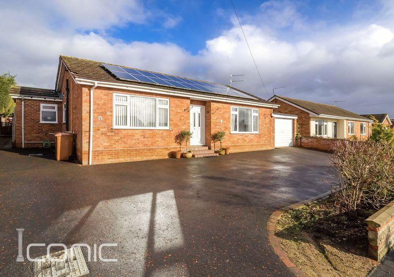 4 Bedrooms Bungalow for sale in Victoria Close, Taverham, Norwich