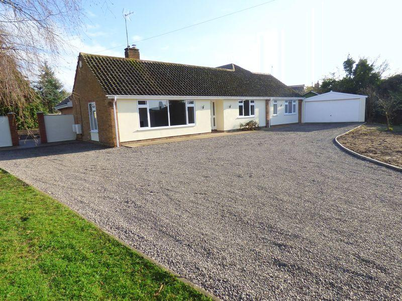 4 Bedrooms Detached Bungalow for sale in Church Street, Eckington