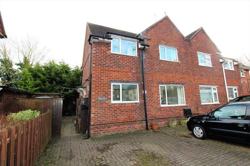 3 Bedrooms Semi Detached House for sale in Crompton Close, Higher Kinnerton