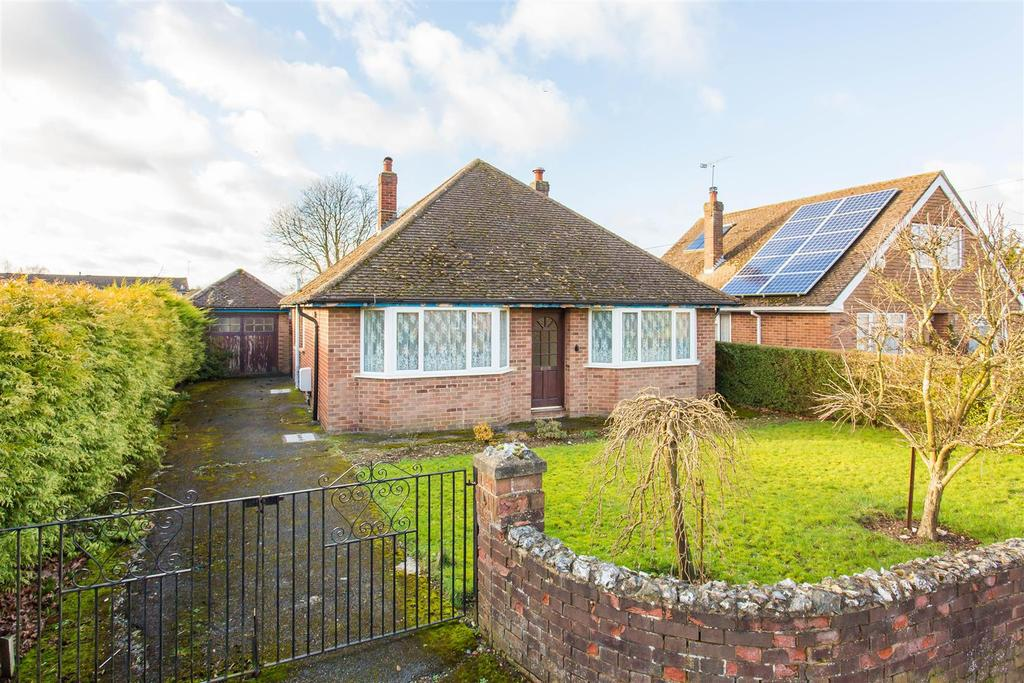 3 Bedrooms Detached Bungalow for sale in Hornbeam Close, High Wycombe