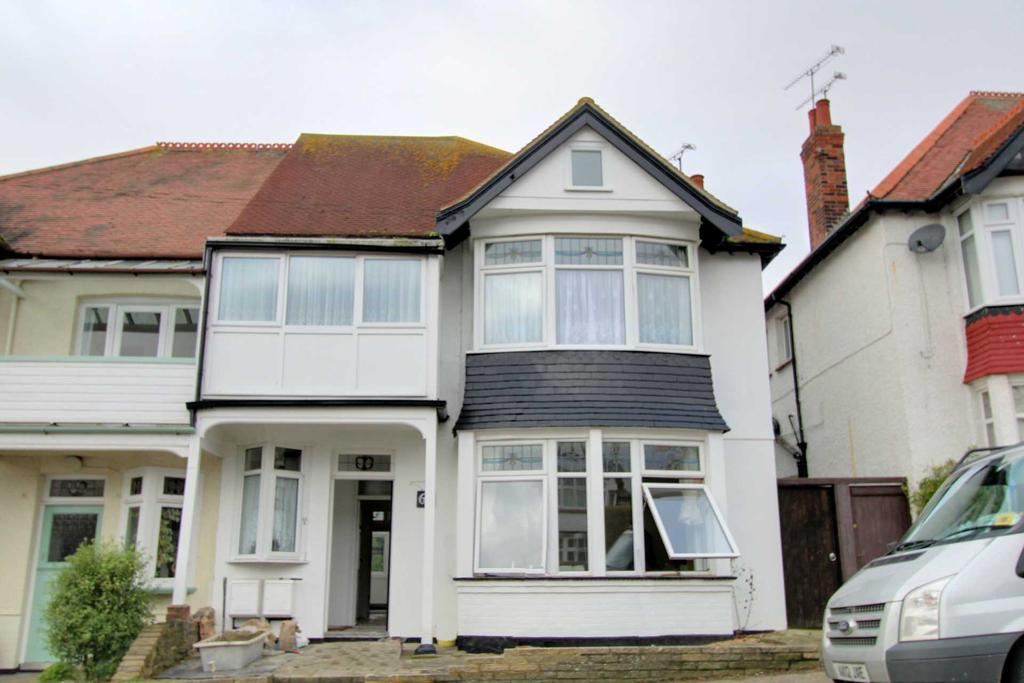 2 Bedrooms Flat for sale in Highcliff Drive, Leigh on Sea