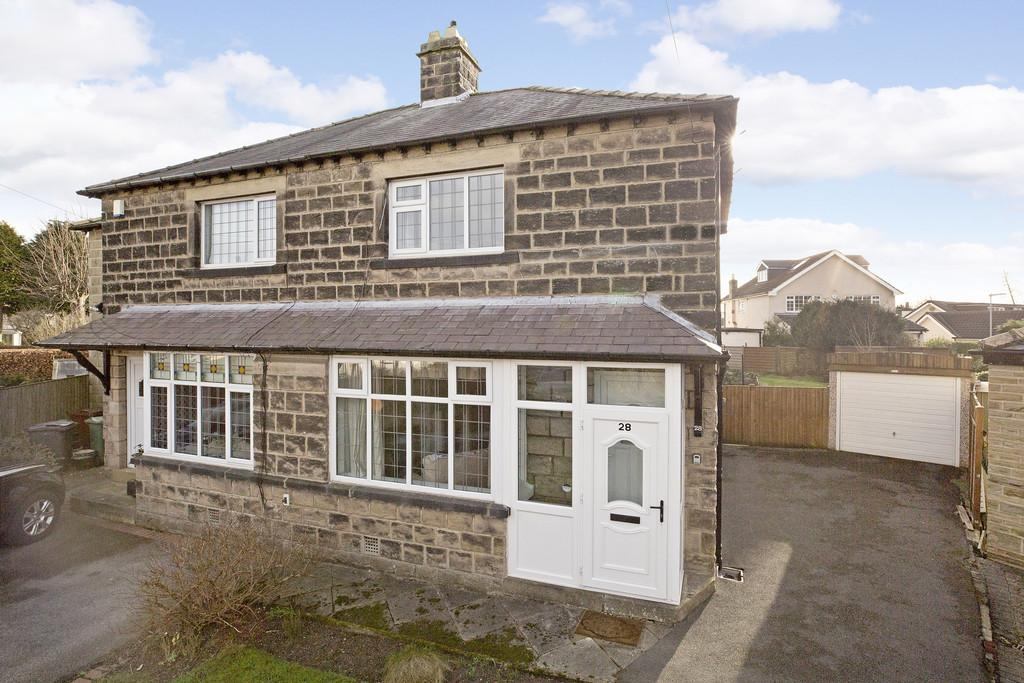 2 Bedrooms Semi Detached House for sale in Renton Avenue, Guiseley