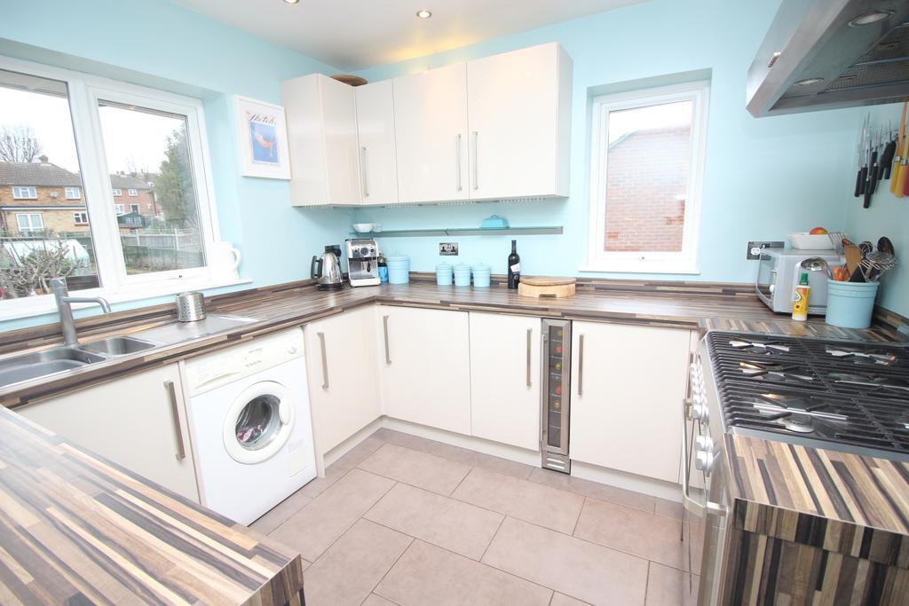 2 Bedrooms Maisonette Flat for sale in St. Andrews Road Sidcup DA14