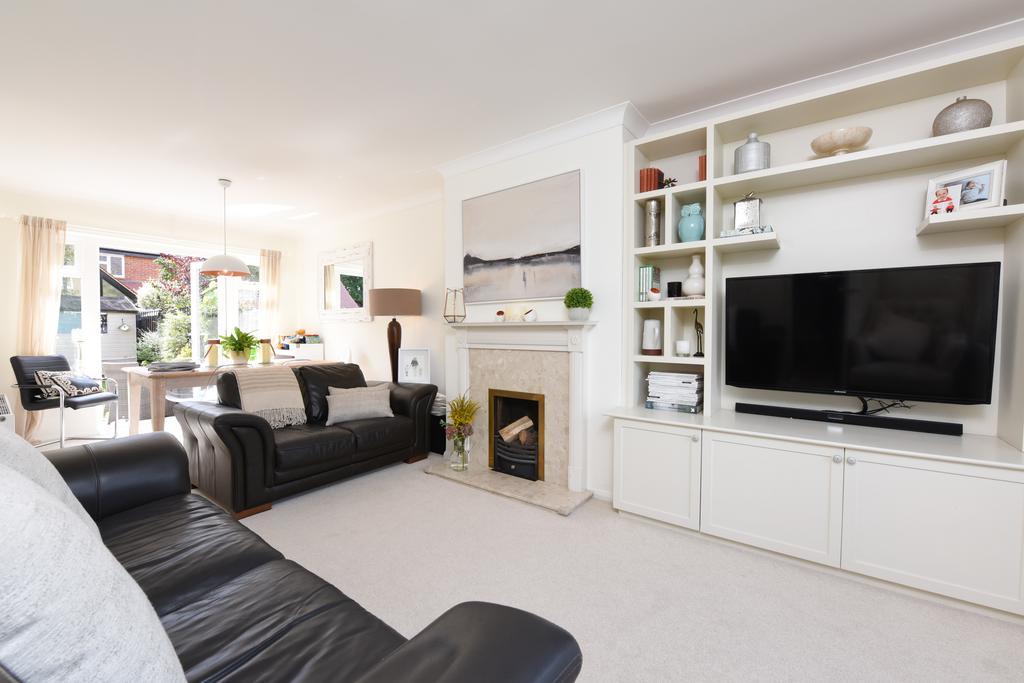 4 Bedrooms Terraced House for sale in Burwood Road, HERSHAM VILLAGE KT12