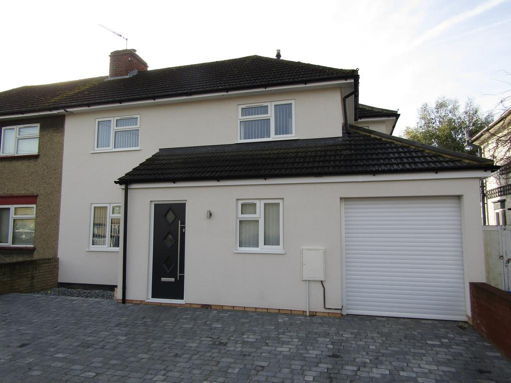 4 Bedrooms Semi Detached House for sale in St Peters Avenue, Church End, Arlesey, SG15 6UR