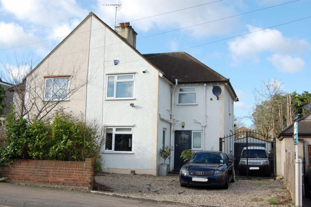 3 Bedrooms Semi Detached House for sale in Loughton Way, Buckhurst Hill, IG9