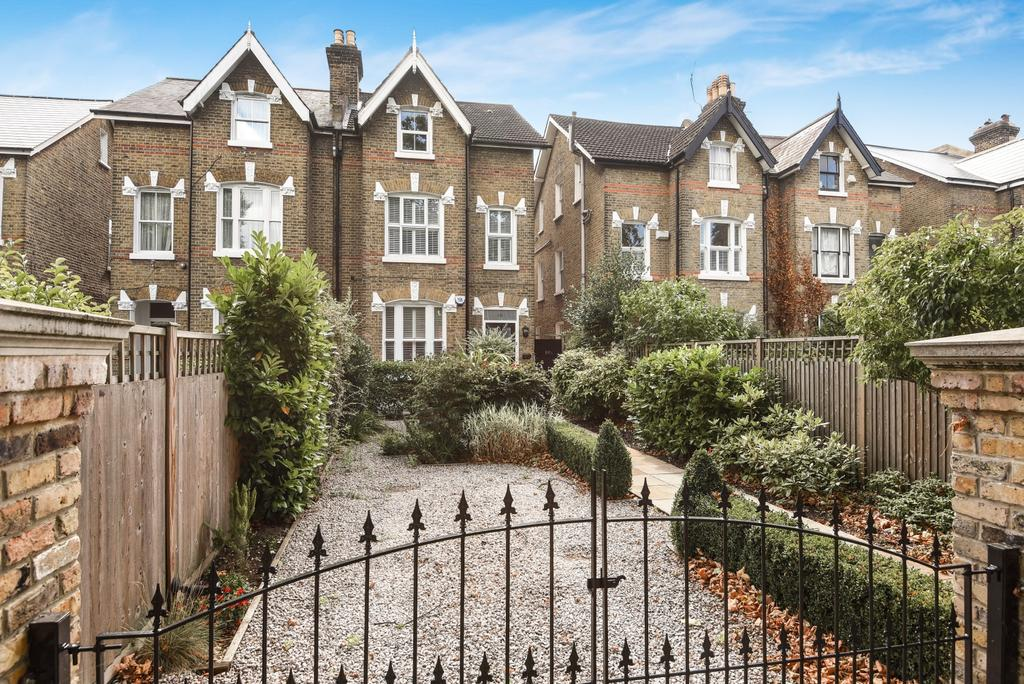 2 Bedrooms Maisonette Flat for sale in St. Johns Park London SE3