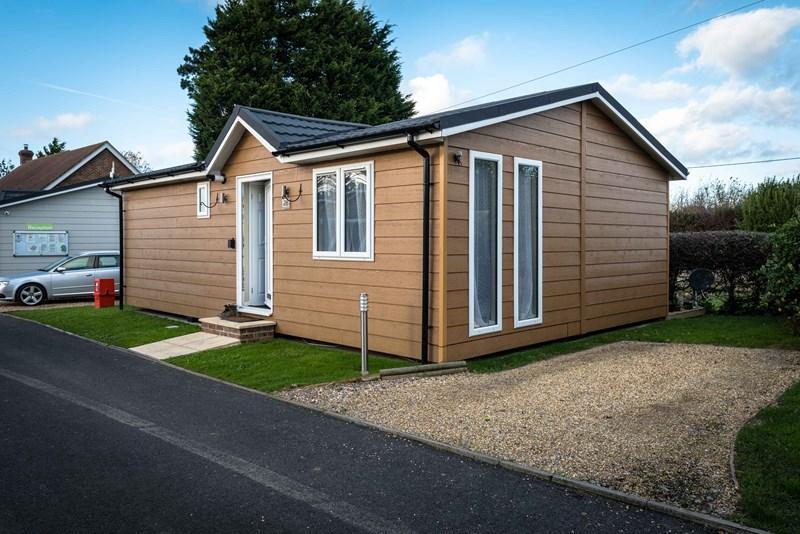 2 Bedrooms Park Home Mobile Home for sale in Golden Cross, Hailsham